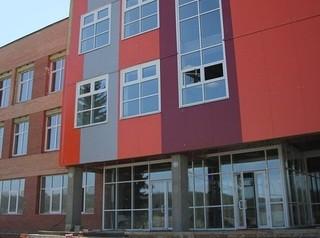 «Домстрой» заканчивает отделку фасада школы в Горячем Ключе
