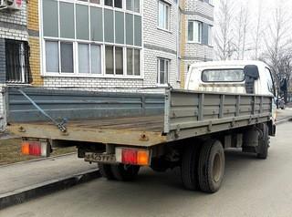 Во дворах жилых домов запретили оставлять грузовики, такси и «Газели»
