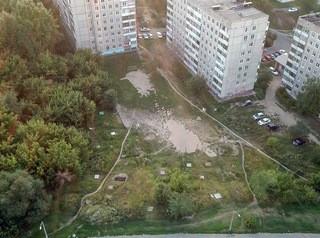 Барнаульцы защищают детскую площадку, где хотят строить высотку