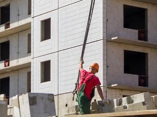Застройщики Алтайского края снижают объемы строительства жилья