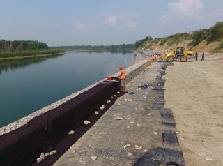 Работы по укреплению береговой линии реки Китой идут с опережением графика