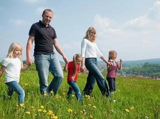 Многодетные семьи собираются полностью освободить от земельного налога