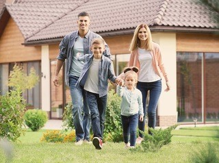Об условиях семейной ипотеки на строительство частного дома рассказали в банке «ДОМ.РФ»