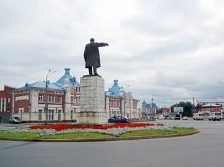 За лето на площади Ленина обустроят автопарковку