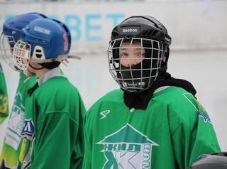В Мегете достраивают крытый хоккейный корт