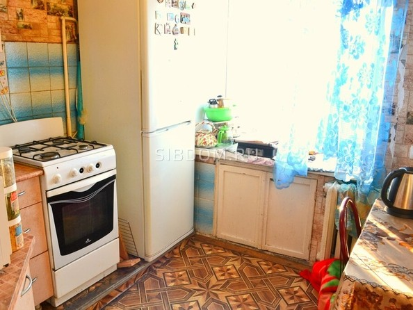 Продам 2-комнатную, 44 м², Октябрьская ул, 3. Фото 2.