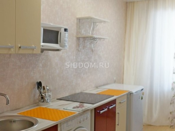 Сдам посуточно в аренду 1-комнатную квартиру, 39 м², Барнаул. Фото 5.