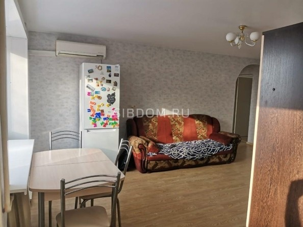 Продам 3-комнатную, 56 м2, Шахтеров пр-кт, 45. Фото 1.