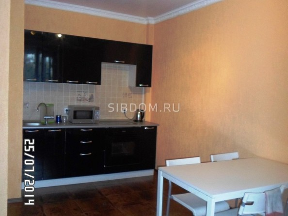 Сдам посуточно в аренду 2-комнатную квартиру, 70 м², Омск. Фото 4.